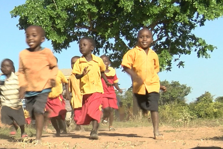 Children of Gracious Education Academy in Kenya, running